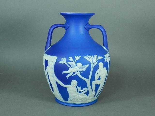 34-DSCN3234ウェッジウッド ジャスパーブルー ギリシャ神話 飾壺(ベース)
