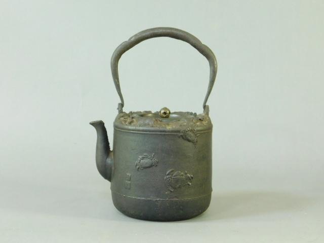 09-DSCN1323龍文堂 大國寿朗 蟹 波千鳥図 鉄瓶(湯沸 薬缶 煎茶)