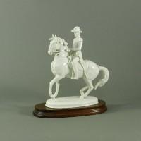アウガルテン(ウィーン窯)躍馬に乗る貴族 置物 専用台