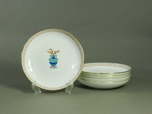 35-DSCN0952ヘレンド((HEREND)色絵 花模様プレート(皿)5枚(専用箱)