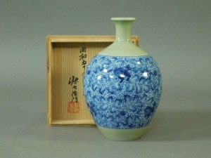 DSCN6321館林源右衛門 青磁 獅子唐草 花瓶(共箱 栞付)