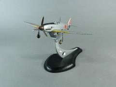DSCN5833旧日本陸軍 飛燕(三式戦闘機)Ⅰ型 金属模型 専用飾台付