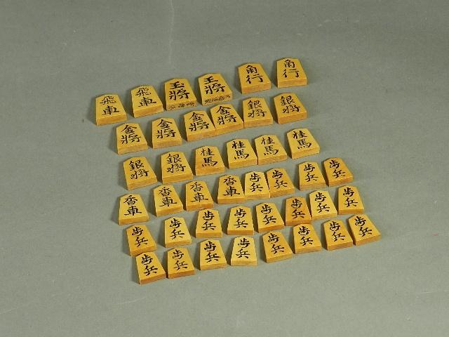 02-DSCN2379将棋駒 日将連製 重雄作(専用木箱)検彫駒 黄楊
