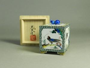 32-160403-01n-021宮本忠夫 古九谷意 細密色絵 角型香炉